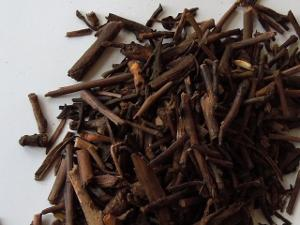 Roasted green tea made exclusively from twigs and stems, showing dark brown, roasted twigs
