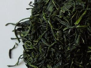 Vibrant green loose leaf green tea with a slight curve to the leaves