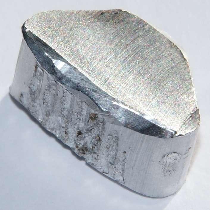 the description of metallic element aluminum al Problem #1: aluminum oxide is formed from the reaction of metallic aluminum with oxygen gas how many moles of aluminum are needed to form 34 moles of aluminum oxide.