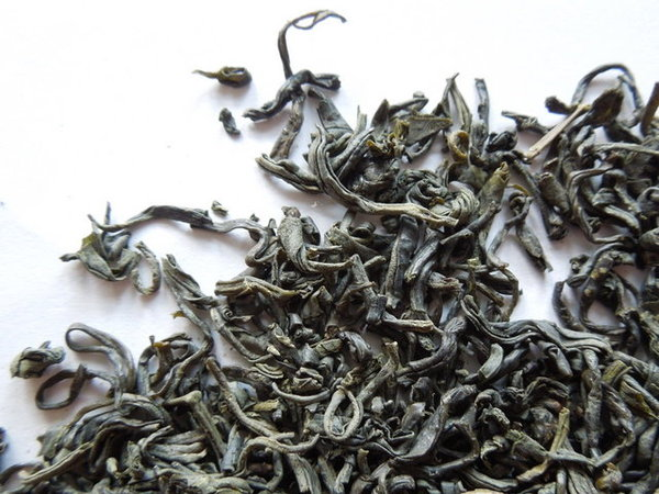 Loose-leaf chun mee, precious eyebrows green tea, showing wiry shape