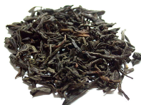 Loose-leaf black tea with large, very dark leaves