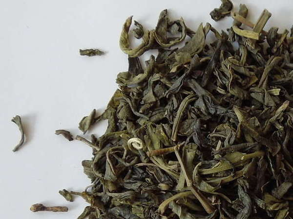 Loose-leaf green tea with slightly curved texture